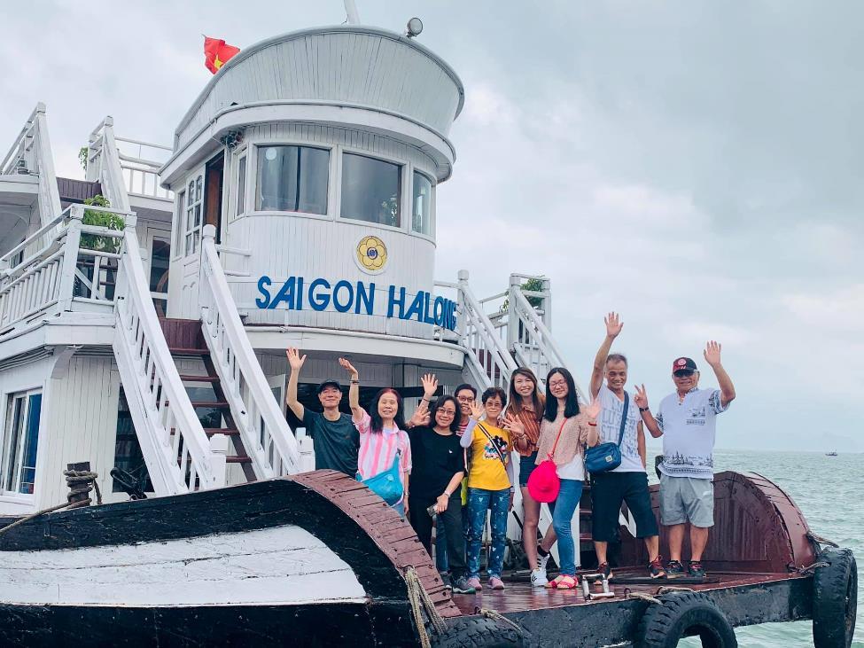 """Du khách hào hứng check in tại """"cửa ngõ"""" mới thăm vịnh Hạ Long"""